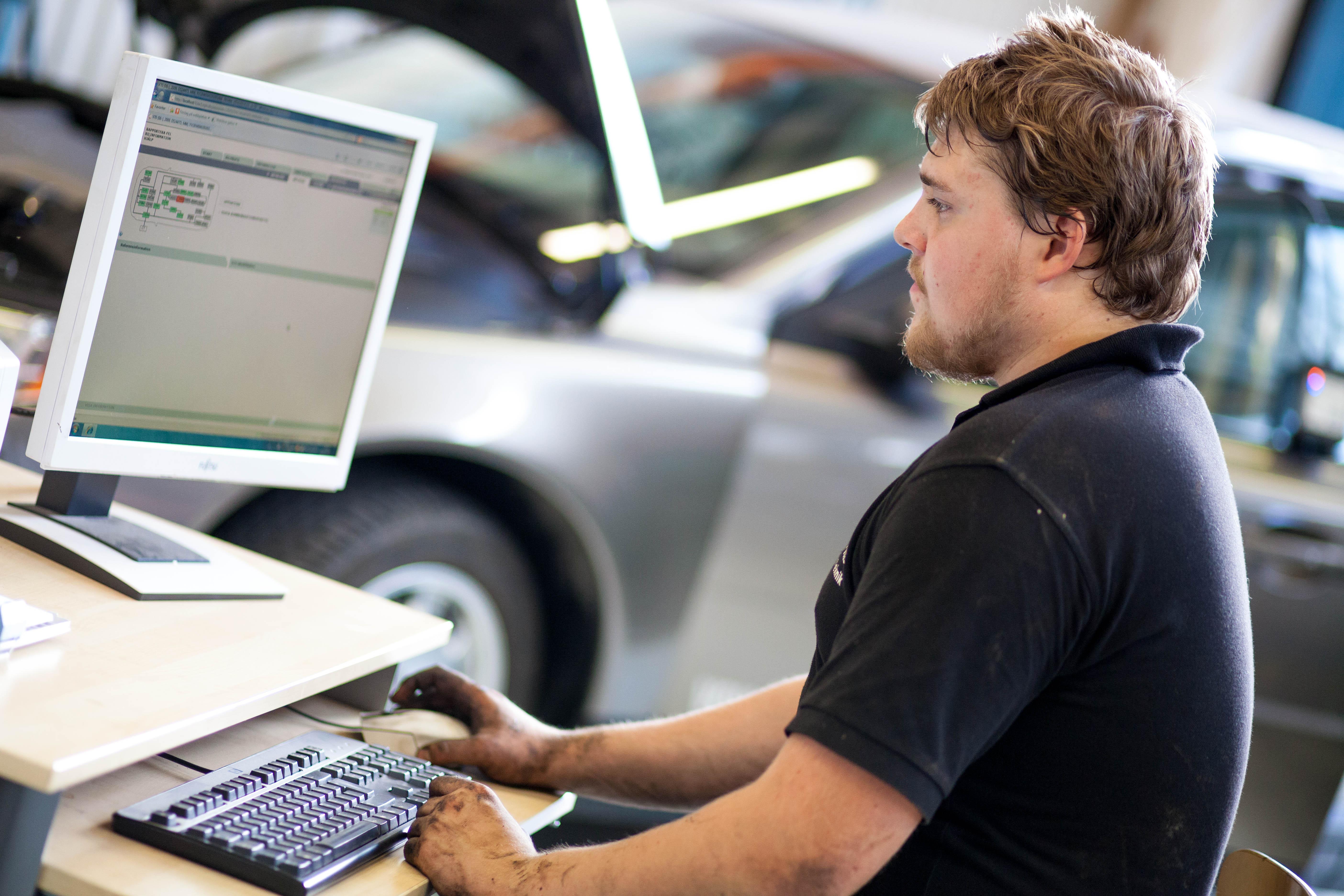 Elev vid dator